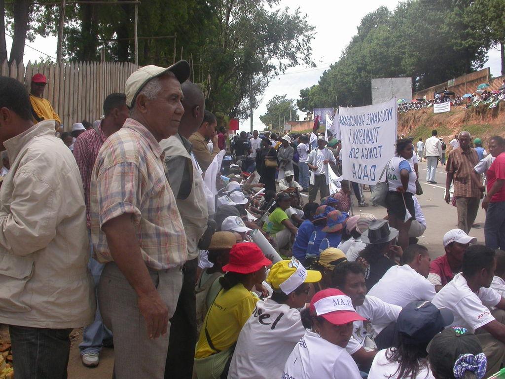 PHOTOS RETOUR PRM 21012011 : ampahany @ delegation Tamatave ahitana ny fikambanana rehetra, ny GTT , ny Rodobe etc.JPG