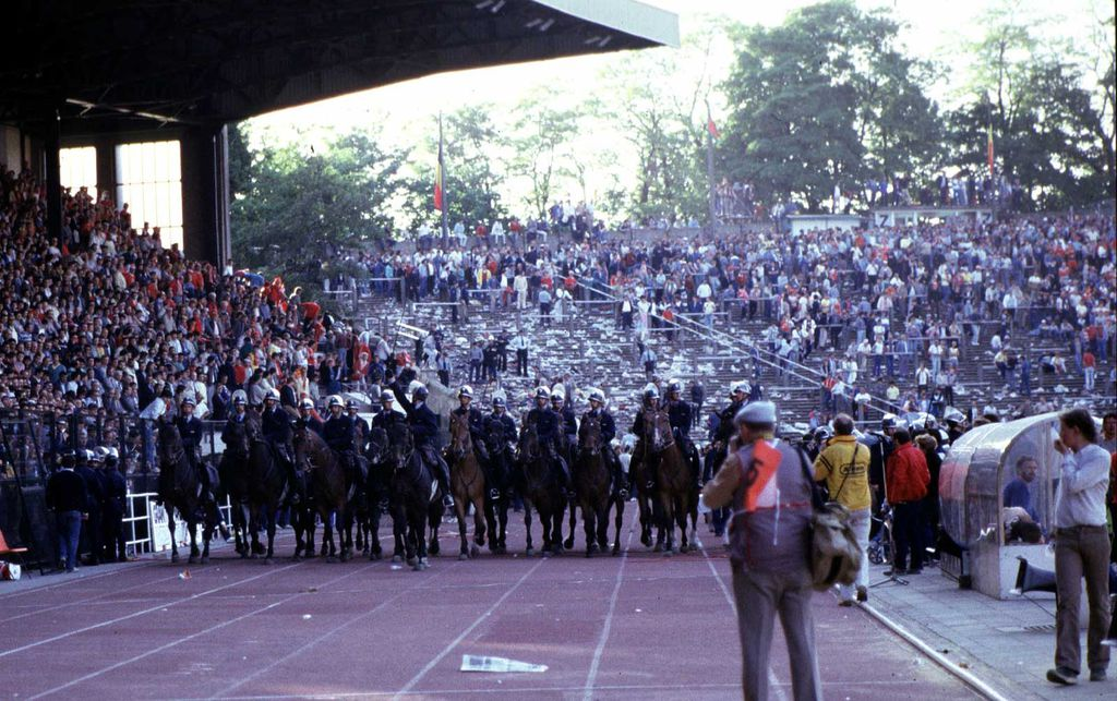 d-202045-policiers-cheval : d-202045-policiers-cheval.jpg